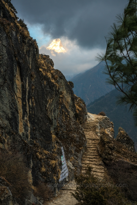 Trail to Tengboche with Ama Dablam in view