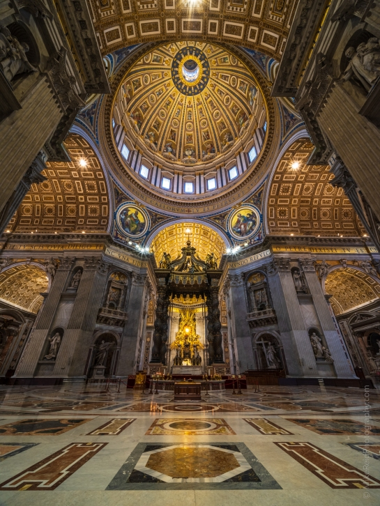Saint Peters Laowa 17mm GFX50s Columns and Main Dome